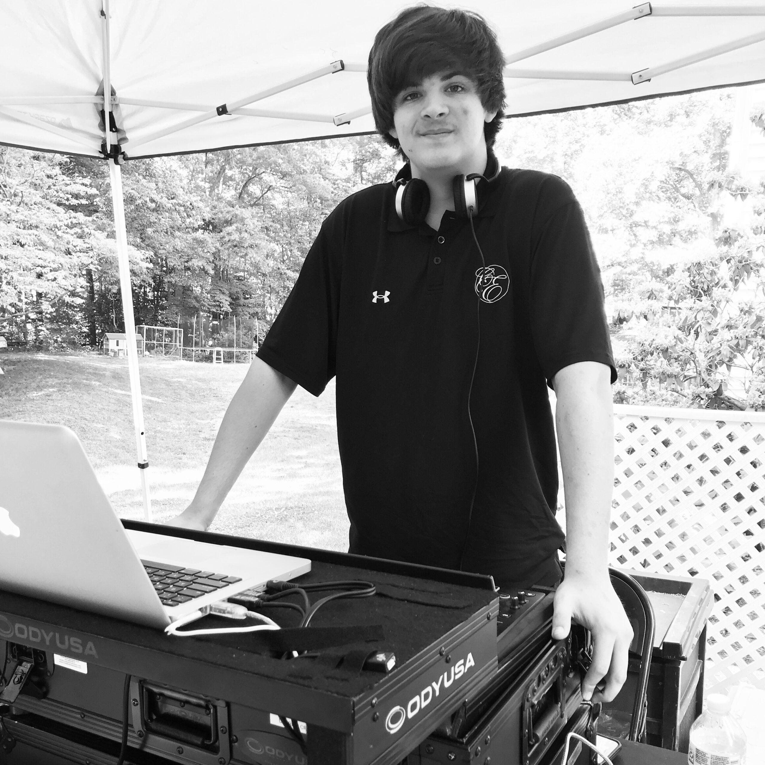 DJ-AARon